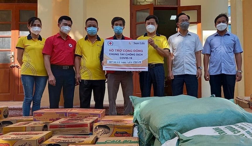 Sun Life Việt Nam đóng góp hơn 1,2 tỷ đồng vào công tác phòng chống dịch COVID-19