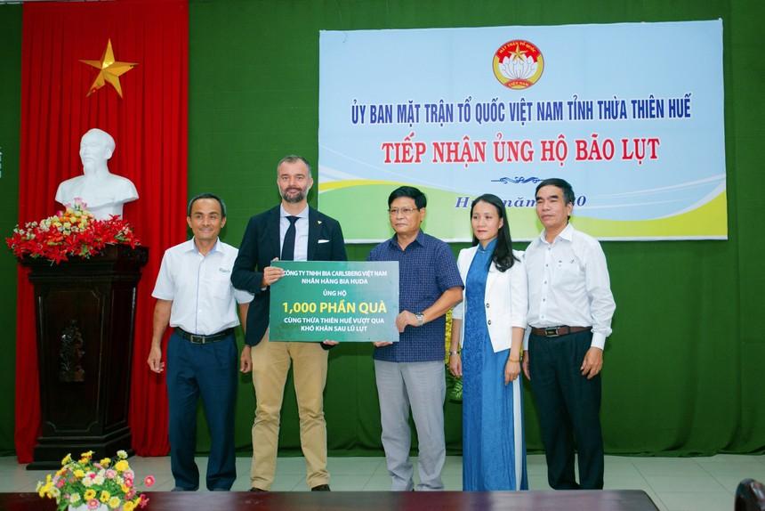 Huda trao 1000 phần quà cho UBMTTQVN tỉnh Thừa Thiên Huế