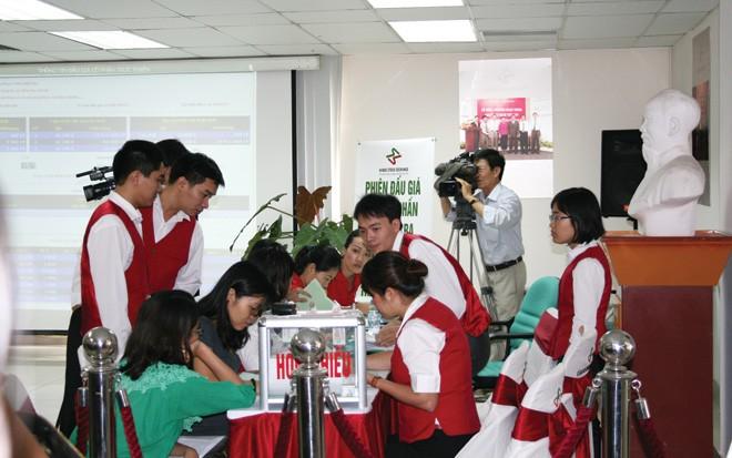 HNX trong một phiên tổ chức đấu giá cổ phần doanh nghiệp