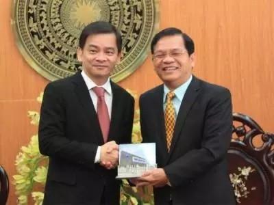 Ông Lê Viết Chữ và ông Kelvin Teo tại buổi tiếp