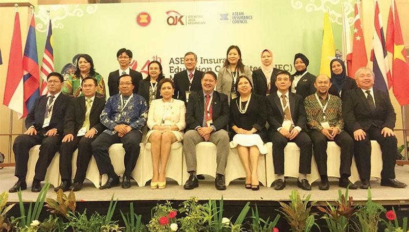 Ông Ngô Trung Dũng (thứ ba bên phải), Phó tổng thư ký phụ trách Hiệp hội Bảo hiểm Việt Nam tham dự Hội nghị bảo hiểm ASEAN từ ngày 21 - 25/11/2016