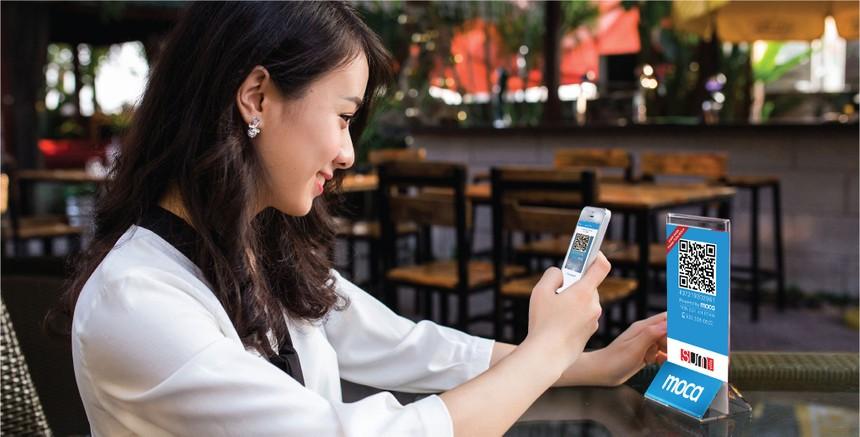 Moca khi bắt đầu hoạt động đã theo đuổi phương thức mới hoàn toàn: thanh toán từ thẻ qua app trên di động và QR code, không cần nạp tiền vào ví điện tử