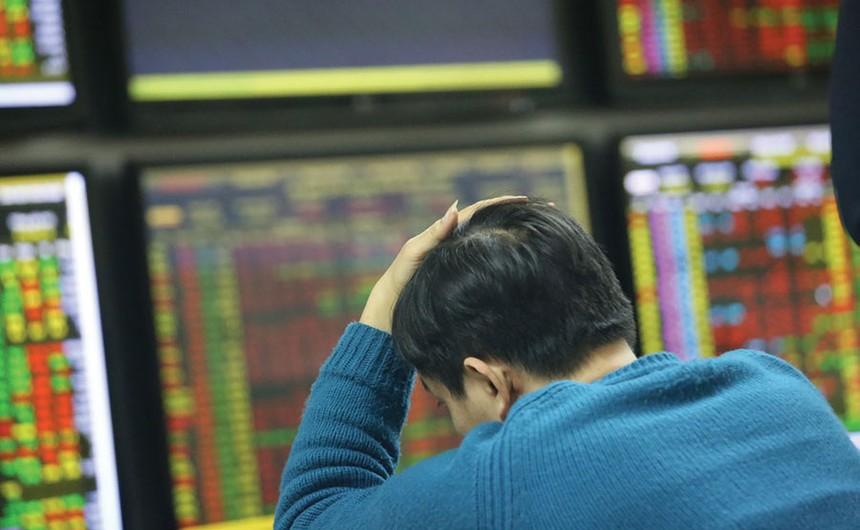 Giá cổ phiếu rơi, lãnh đạo doanh nghiệp chơi vơi mua - bán