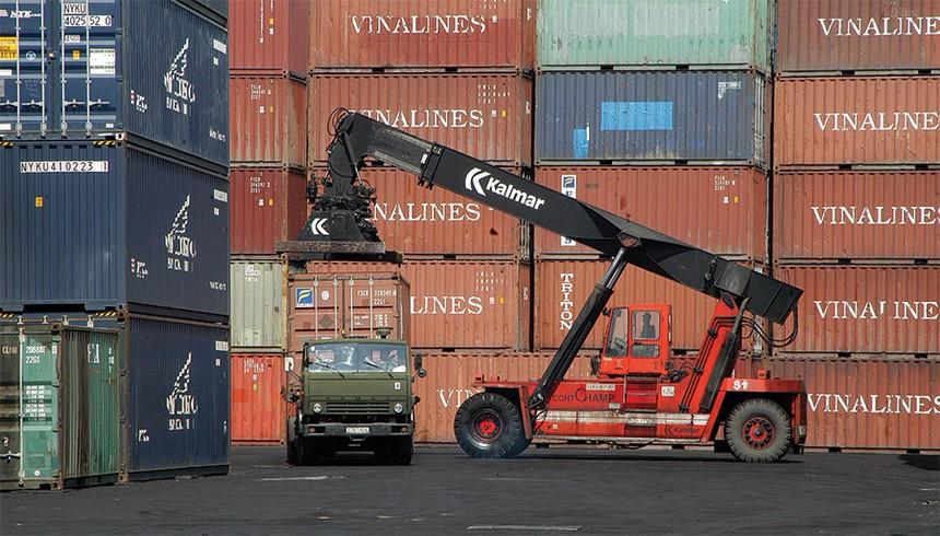 Việt Nam là nền kinh tế phụ thuộc vào thương mại cao thứ hai ở Đông Nam Á, sau Singapore
