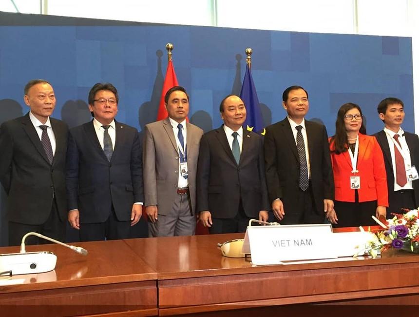 Thủ tướng Nguyễn Xuân Phúc; Phó Thủ tướng, Bộ trưởng Ngoại giao Phạm Bình Minh đã chứng kiến lễ ký kết Hiệp định VPA/FLEGT.