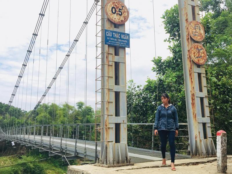 Cầu Thác Ngấn (xã Tiên An, huyện Tiên Phước, tỉnh Quảng Nam) đã hoàn thành được 3 năm, nhưng cho tới tháng 5/2018 vẫn chưa thể sử dụng vì dang dở đường dẫn lên cầu.