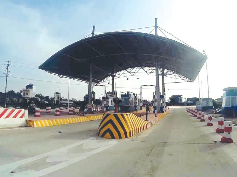 Sau hơn 2 năm thông xe, Dự án BOT Xây dựng cầu Thái Hà vượt sông Hồng vẫn chưa thể tiến hành thu phí. Ảnh: Anh Minh