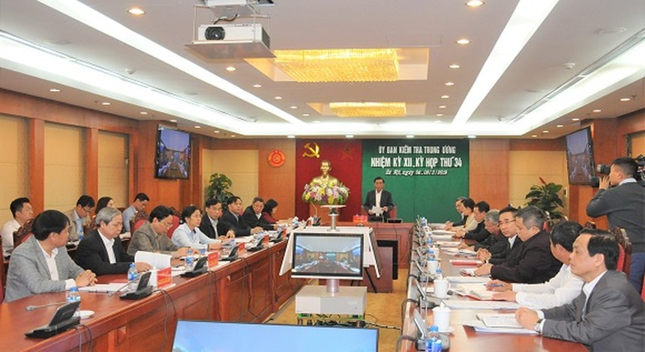 Đồng chí Trần Cẩm Tú, Bí thư Trung ương Đảng, Chủ nhiệm Ủy ban Kiểm tra Trung ương chủ trì kỳ họp.