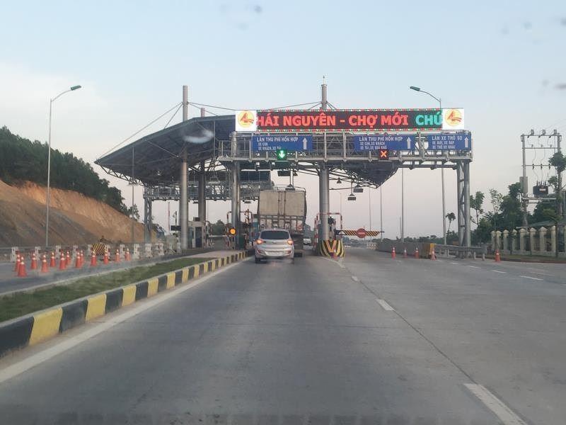 Trạm thu phí trên tuyến Thái Nguyên - Chợ Mới, một trong những dự án BOT giao thông bị giảm doanh thu lớn.