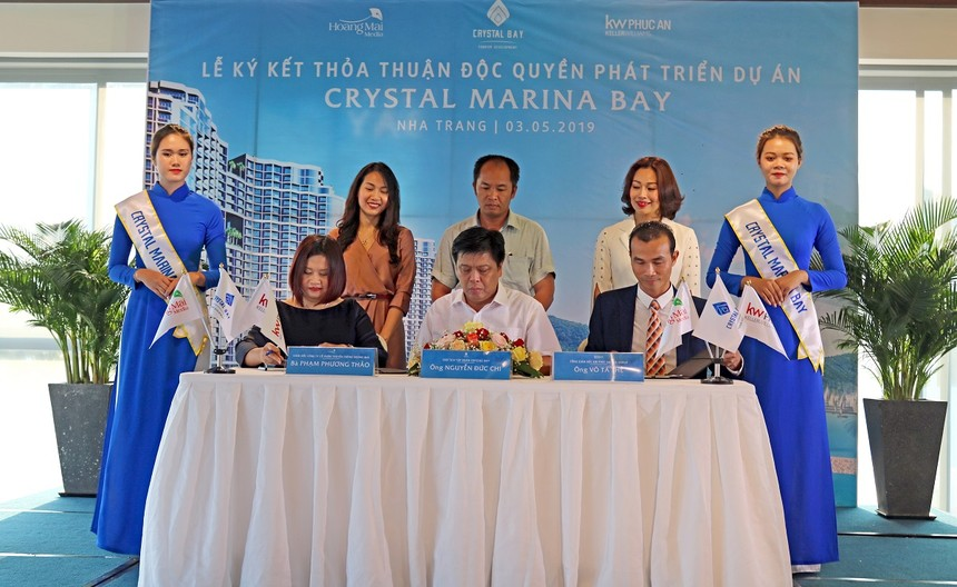Lễ ký kết Thỏa Thuận độc quyền phát triển dự án Crystal Marina Baygiữa Tập đoàn Crystal Bay với KW Phúc An và Hoàng Mai Media