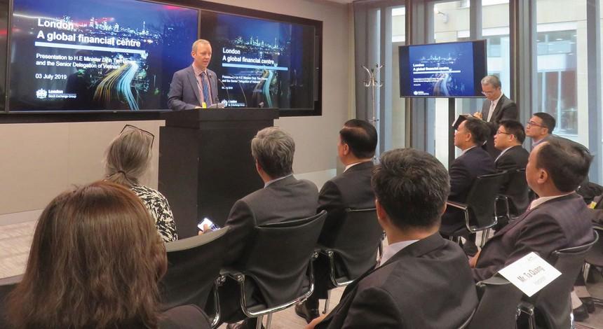 Tháng 7/2019, Đoàn công tác ngành tài chính, chứng khoán Việt Nam đã đến Sở GDCK Luân Đôn, tìm hiểu về sự phát triển của TTCK Top 3 toàn cầu