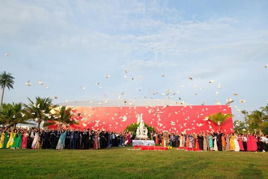 Sáng nay, tại Đà Nẵng, 1.000 doanh nhân, đại diện cộng đồng kinh doanh Việt Nam cùng hướng ra biển với khát vọng hòa bình, hội nhập và thịnh vượng cho đất nước