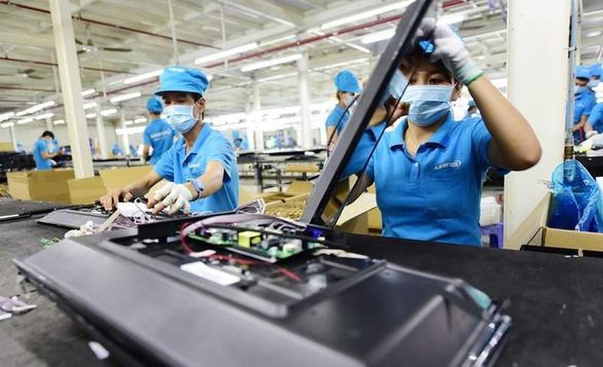 Nhiều nhóm hàng có tốc độ nhập khẩu từ Trung Quốc về Việt Nam tăng mạnh, từ 23 tới 65% so với cùng kỳ, gồm: Linh kiện, máy ảnh, đồ gỗ, rau củ...