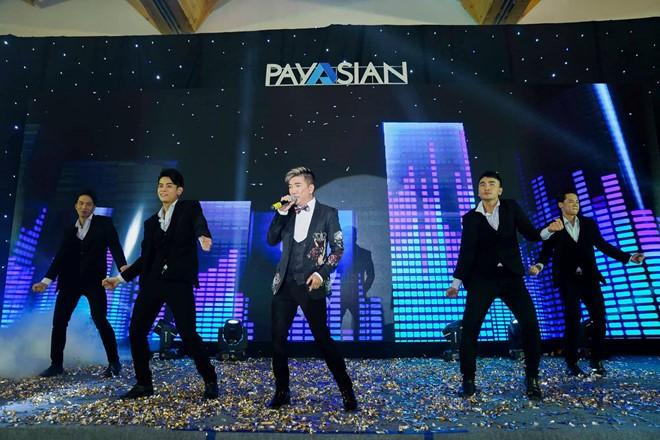 Lễ ra mắt Payasian với sự góp mặt của nhiều người nổi tiếng.
