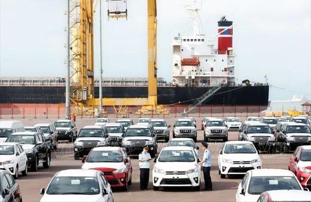 Từ ngày mai, 1/11/2019, Bộ Công Thương bắt đầu tiếp nhận dịch vụ công trực tuyến với thủ tục cấp giấy phép kinh doanh nhập khẩu ô tô; Cấp đổi giấy phép kinh doanh nhập khẩu ô tô; Cấp giấy chứng nhận đăng ký quyền xuất khẩu...