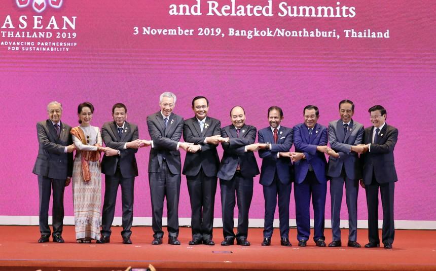 Thủ tướng Nguyễn Xuân Phúc cùng các nhà lãnh đạo ASEAN tại Hội nghị Cấp cao ASEAN lần thứ 35 (Ảnh: VGP)