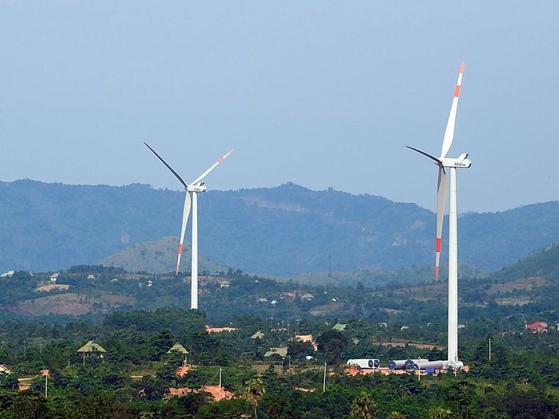 Việt Nam đã ban hành và thực hiện nhiều chính sách khuyến khích phát triển năng lượng tái tạo.