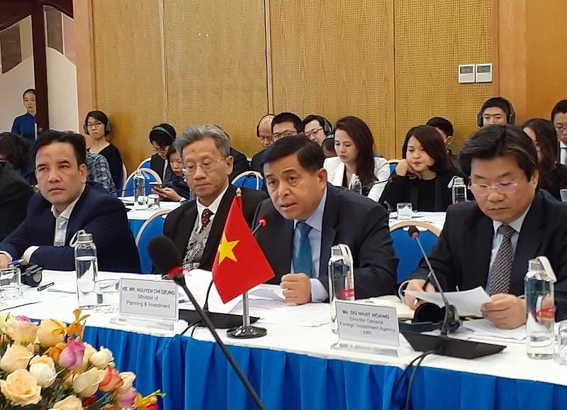 Bộ trưởng Bộ Kế hoạch và Đầu tư Nguyễn Chí Dũng phát biểu tại cuộc họp.