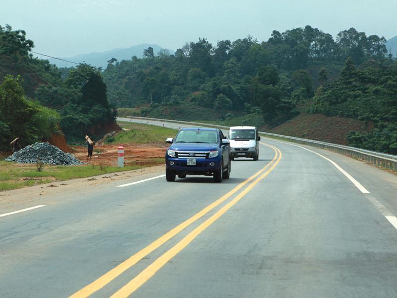 Bộ GTVT sẽ chủ trì xây dựng phương án phân chia nguồn thu phí sử dụng đường bộ nộp ngân sách trung ương cho công tác quản lý, bảo trì hệ thống quốc lộ và đường địa phương. Ảnh: Đức Thanh