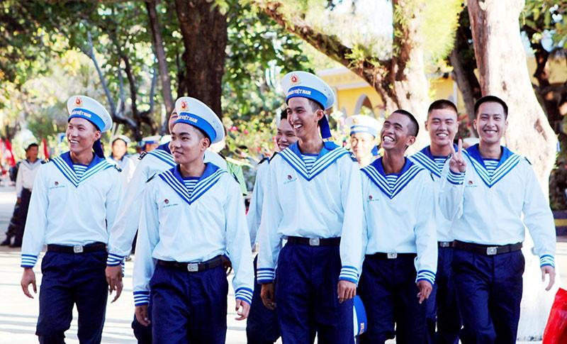 Nụ cười của các chiến sĩ đảo Sinh Tồn trong giờ giải lao.