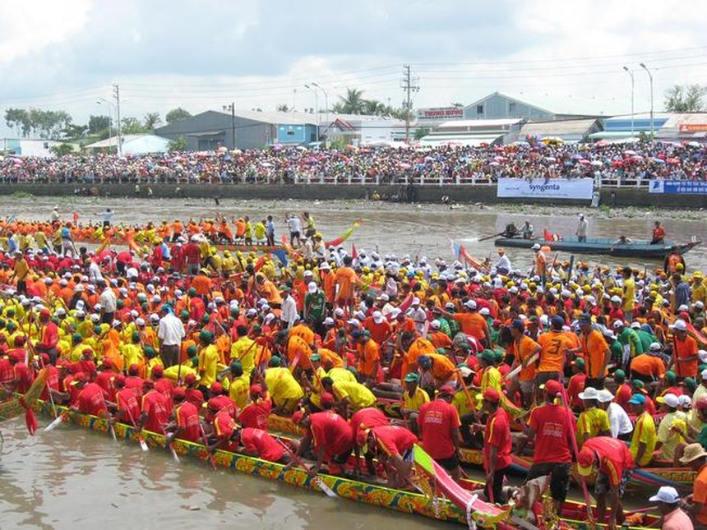 Lễ hội đua thuyền truyền thống hằng năm tại Đà Nẵng dự kiến diễn ra vào ngày 3 và 4/1 phải tạm dừng tránh việc tụ tập đông người gây nguy cơ nhiễm dịch nCoV