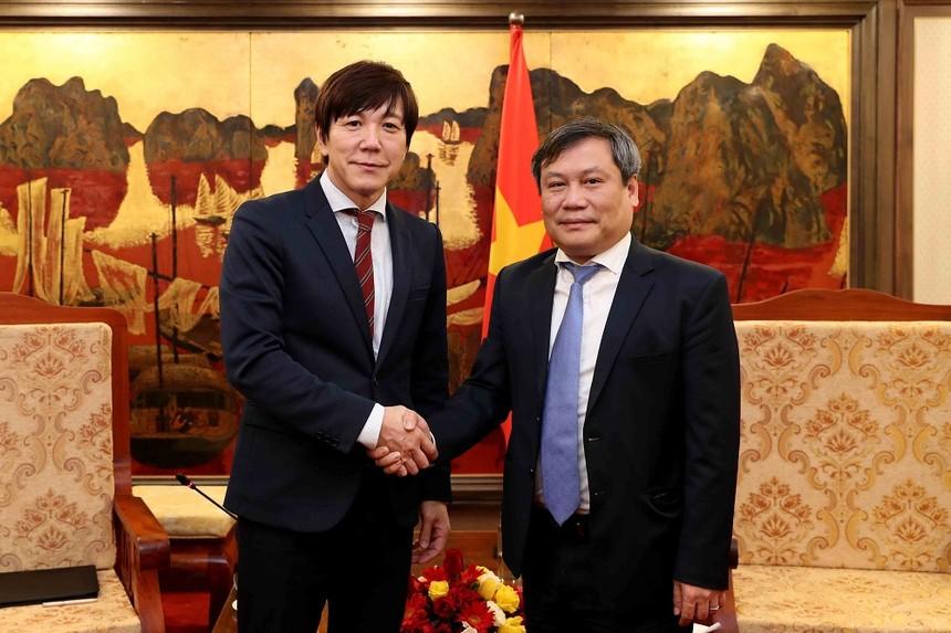 Thứ trưởng Vũ Đại Thắng tiếp ông Takeo Nakajima, Trưởng đại diện JETRO Hà Nội (Ảnh: Đức Trung)