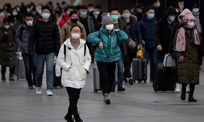 Hành khách các tỉnh đổ về Nhà ga Bắc Kinh hôm 1/2. Ảnh: AFP