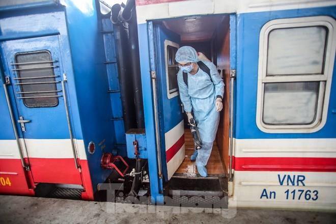 Tâm lý ngại di chuyển vì dịch virus corona chủng mới của người dân đang khiến các công ty vận tải đường sắt có đợt vận chuyển sau Tết nguyên đán tồi tệ nhất từ trước đến nay.