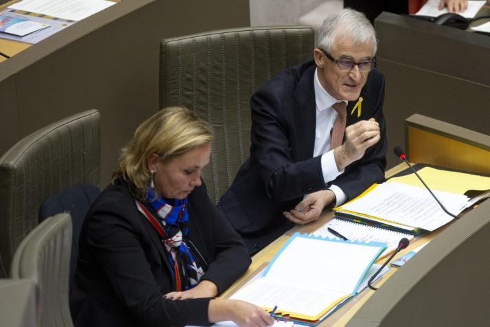 Nghị sĩ châu Âu Geert Bourgeois (phải). Ảnh: AFP