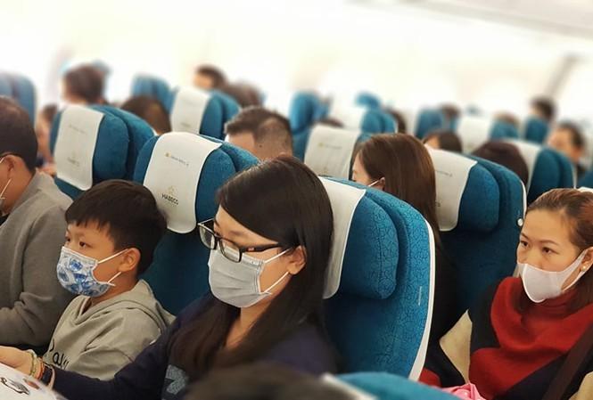 Các hành khách sẽ phải sử dụng khẩu trang trên máy bay và khi vào các nhà ga cảng hàng không tại Việt Nam.