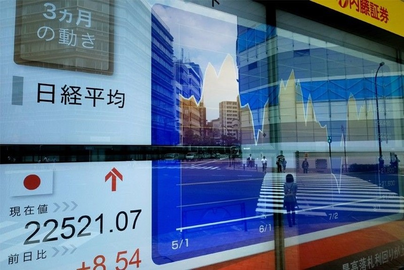 Chỉ số Nikkei 225 của Nhật Bản chiều nay 17/3 bơi lại vùng tích cực khi nhích lên 0,68%. Ảnh: AFP