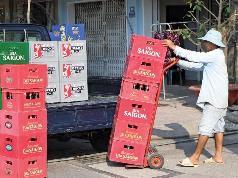 Dù sở hữu mạng lưới hơn 100.000 điểm bán trên cả nước, nhưng Sabeco đang phải tính toán lại chiến lược phân phối.