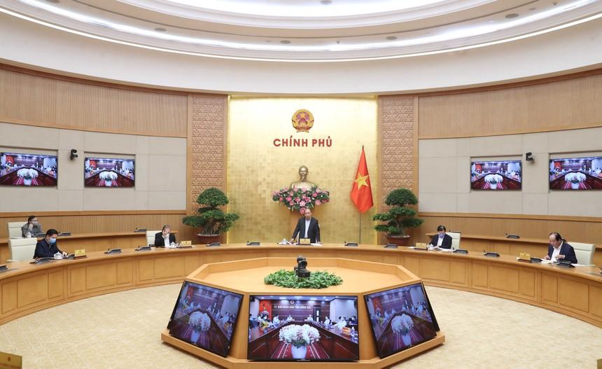 Thủ tướng Nguyễn Xuân Phúc chủ trì một cuộc họp của Chính phủ (Ảnh: VGP)