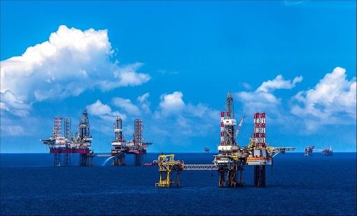 Giá dầu âm, cơ hội Việt Nam mua dầu thô tích trữ nhưng... không dễ làm
