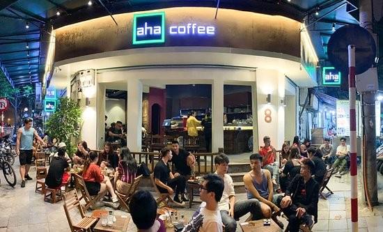 Hà Nội tiếp tục cấm dịch vụ vui chơi, thực hiện giãn cách 2m ở quán cà phê