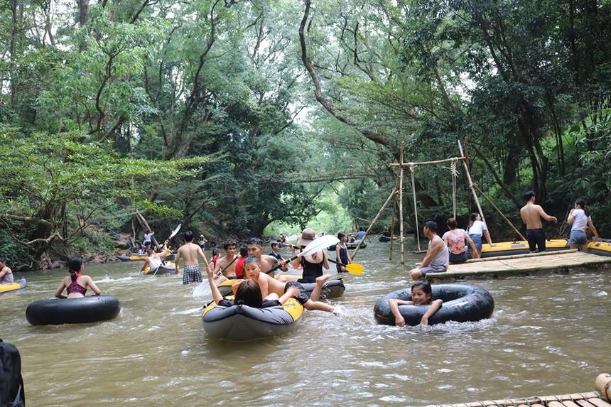 Khu du lịch sinh thái suối nước Moọc - Vườn quốc gia Phong Nha- Kẻ Bàng.