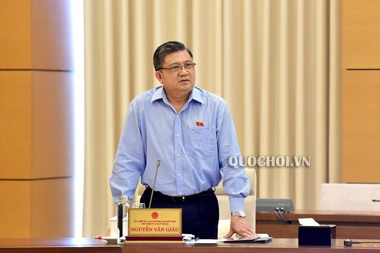 Chủ nhiệm Ủy ban Đối ngoại Nguyễn Văn Giàu phát biểu tại phiên họp.