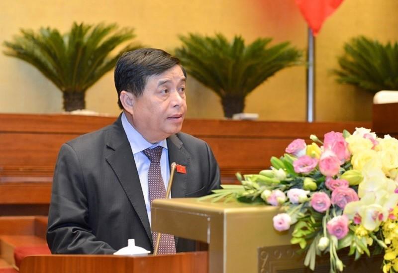 Bộ trưởng Bộ Kế hoạch và Đầu tư Nguyễn Chí Dũng trình bày báo cáo thuyết minh về Hiệp định EVIPA