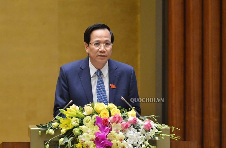 Bộ trưởng Bộ Lao động, Thương binh và xã hội Đào Ngọc Dung trình bày Tờ trình Dự án Luật Đưa người VIệt Nam đi làm việc ở nước ngoài