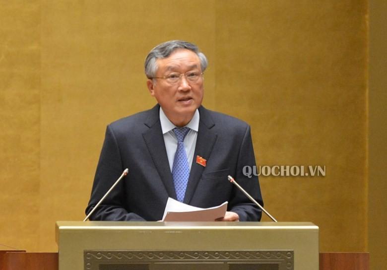 Chánh án Toà án Nhân dân tối cao Nguyễn Hoà Bình trong một phiên họp Quốc hội.