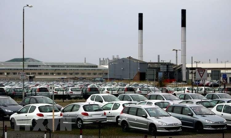 Nidec cũng cung cấp visai xe điện cho hãng ô tô GAC (Trung Quốc) và Peugeot SA (Pháp). Trong ảnh: Kho bãi của nhà máy sản xuất ô tô Peugeot SA. (Ảnh: AFP/TTXVN)