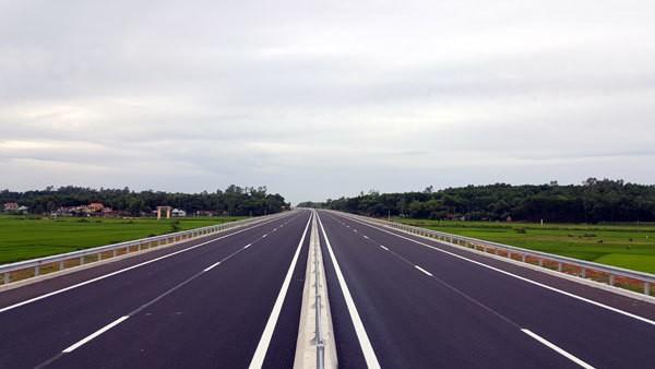 Khởi đầu là đoạn tuyến cao tốc Đà Nẵng-Quảng Ngãi đang tạo ra những liên kết và lan tỏa nhất định kích thích kinh tế-xã hội phát triển trong vùng Kinh tế trọng điểm miền Trung