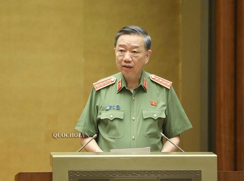 Bộ trưởng Bộ Công an Tô Lâm phát biểu tại Quốc hội.