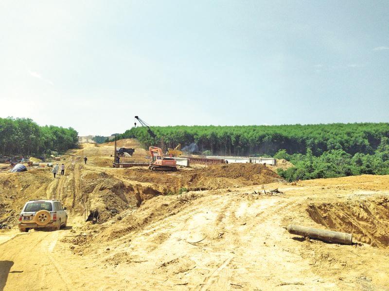 Dự án Cao tốc Bắc-Nam đoạn Cam Lộ - La Sơn đang được đẩy nhanh tiến độ thi công để có thể hoàn thành vào năm 2021.