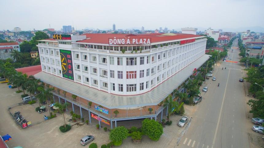 Khách sạn Đông Á (DAH): Cổ phiếu tăng mạnh, vợ chồng Chủ tịch HĐQT lần lượt thoái vốn