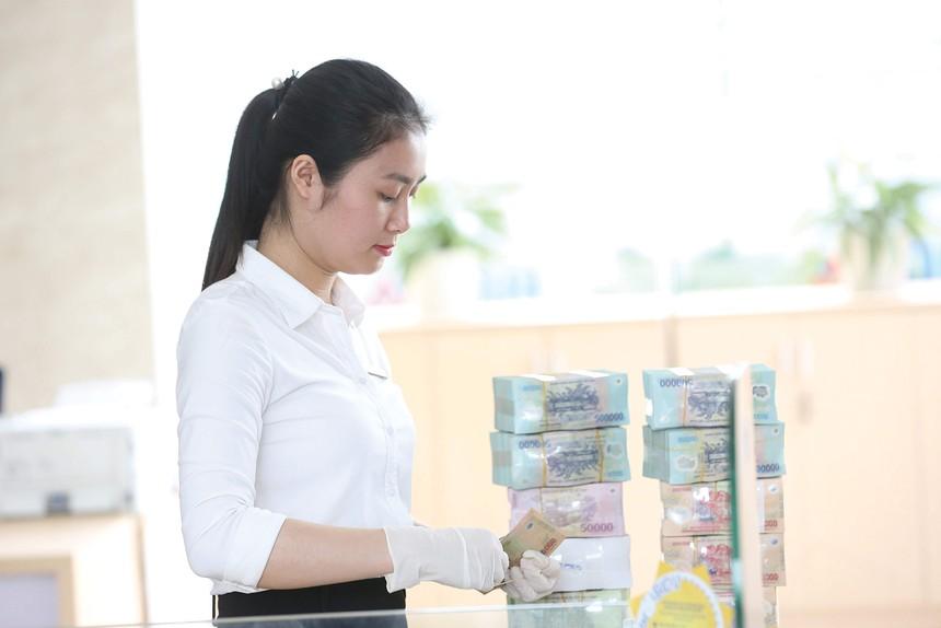 Cả doanh nghiệp và ngân hàng đều gặp khó trong việc thực hiện giãn, hoãn nợ, hạ lãi suất cho vay…