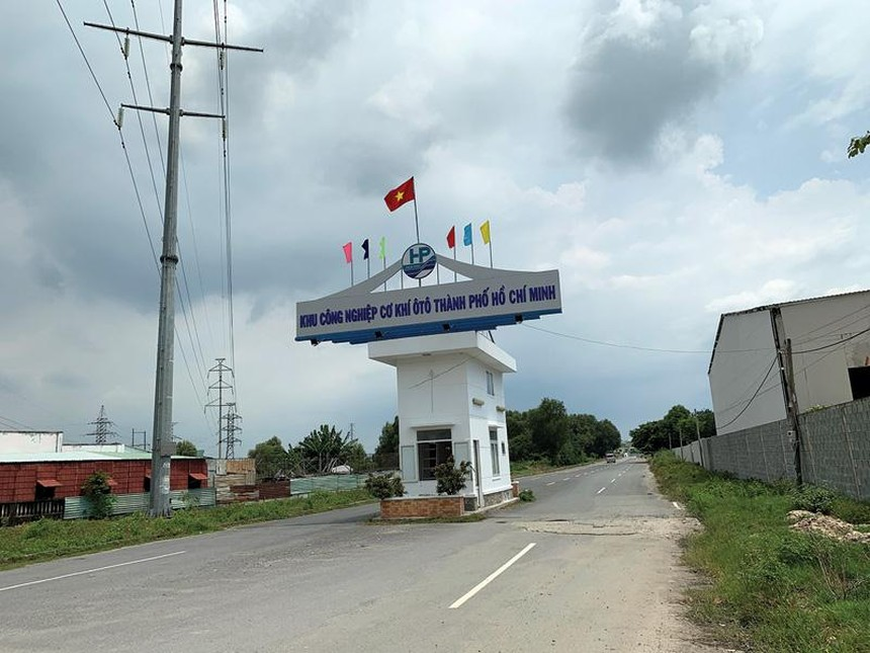 Cổng Khu công nghiệp Hòa Phú.