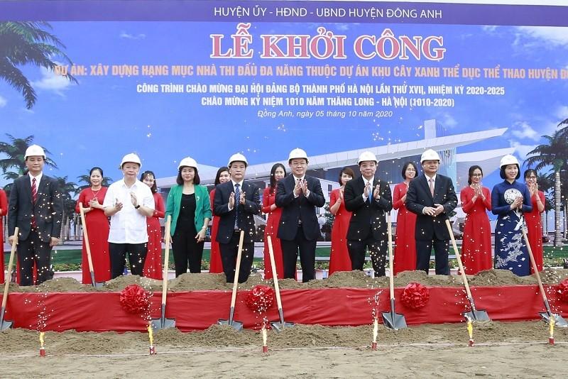 Lãnh đạo TP Hà Nội và các đại biểu khởi công 3 công trình trọng điểm tổng vốn đầu tư gần 1.228 tỷ đồng.