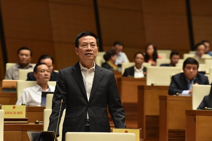 Bộ trưởng Bộ Thông tin và Truyền thông Nguyễn Mạnh Hùng trả lời chất vấn sáng 6/11