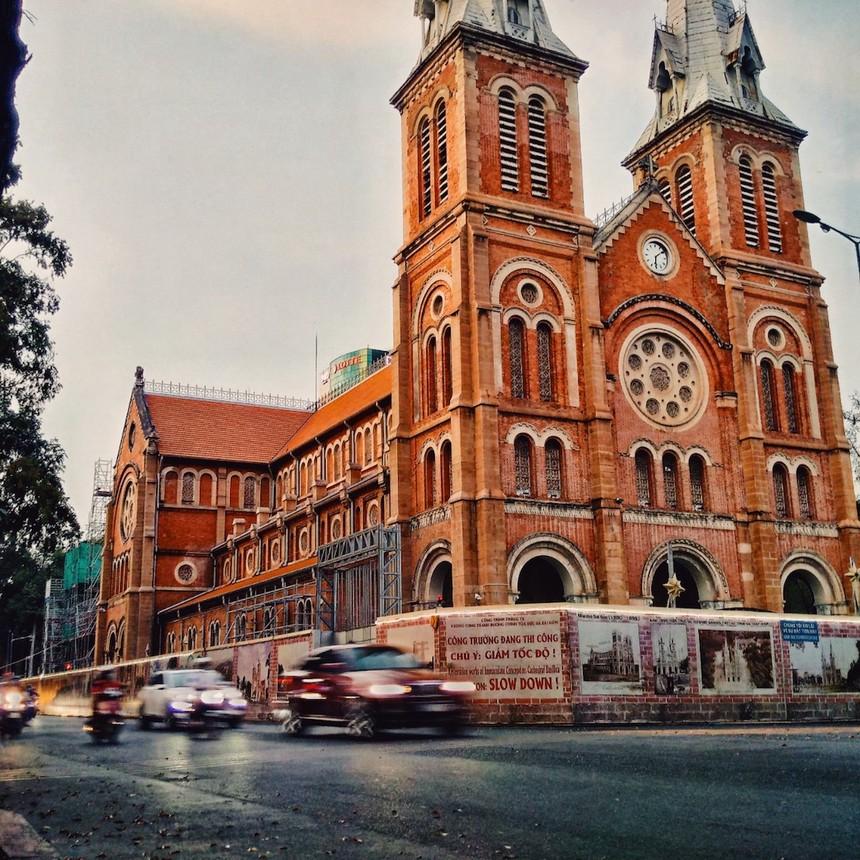 Theo Business Insider, nhà thờ Đức Bà Sài Gòn được mô phỏng theo nhà thờ Đức Bà ở Paris là một trong 19 thánh đường đẹp nhất trên thế giới (Ảnh: Hồng Phúc).